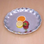 50872 TRAY ROUND W/SCALLOPED EDGES