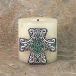 7001-SIL-GRN - SILVER CROSS CANDLE PIN W / GREEN STONE FDL
