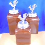 60003-BROWN-ROOSTER-SIL CERAMIC LARGE BROWN CANISTER SET W / SILVER ROOSTER LIDS