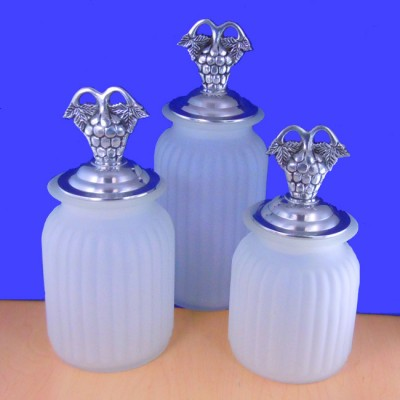 60004FRST-GRP-SIL-LARGE ROUND FROSTED CANISTER SET W/ GRAPE SILVER LIDS