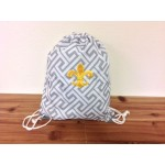 32633-GREY GREEK KEY DESIGN W/GOLD FDL DRAWSTRING BACK PACK BAG