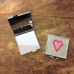 ST32118 - HEART COMPACT MIRROR / W CLEAR CRYSTAL
