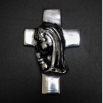 52356 - GIRL PRAYING WALL CROSS