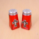 G60025R-CROSS - RED SQUARE SALT-PEPPER W / CROSS